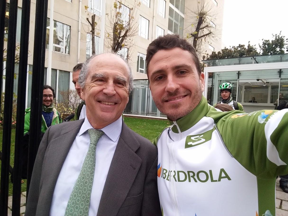 Nacho Tomás - #just2challenge - París - Con el embajador